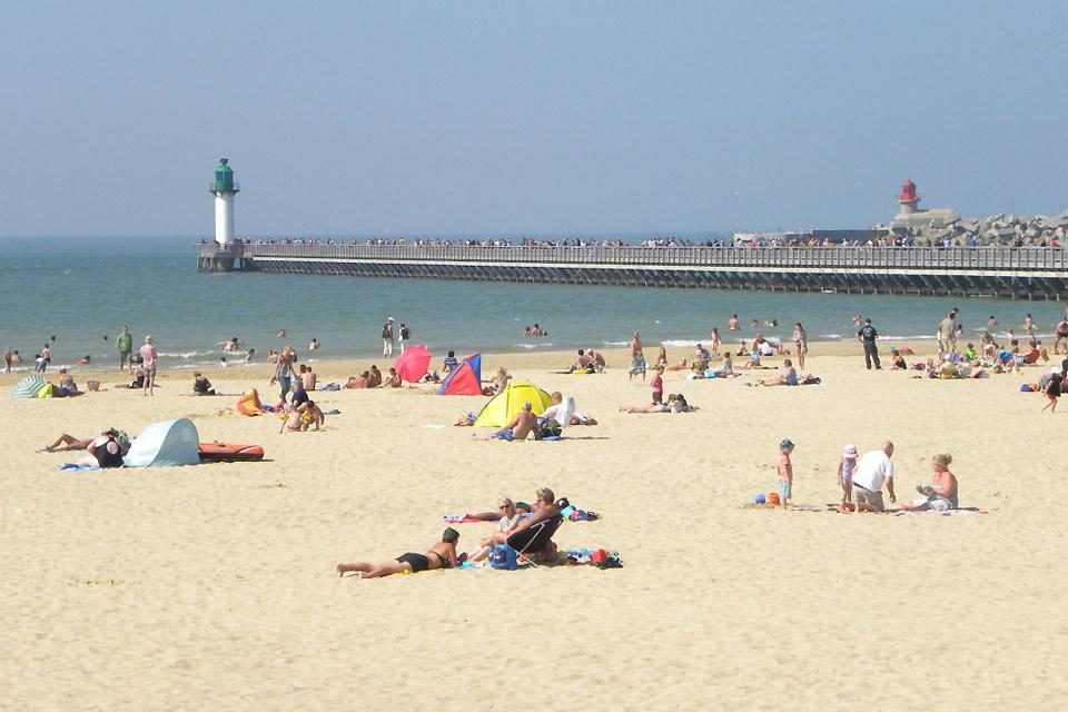 Even though the water isn't very warm, the beach, next to the west jetty, is one of the city's main attractions.