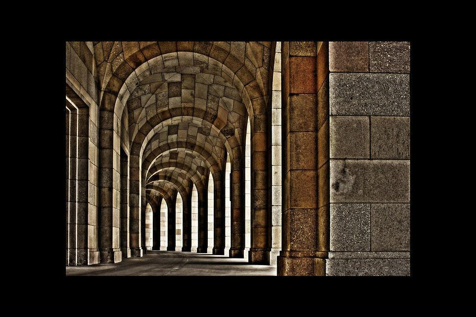 These archways can be seen at the Congress Hall (Kongresshalle), the biggest building in all of Germany dating back to the national-socialist era.
