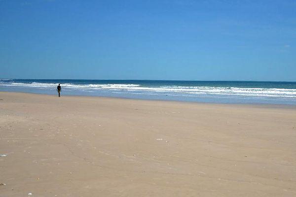 Casamance ist noch eine wenig von Touristen besuchte Region. Sie öffnet sich erneut dem Tourismus und bietet eine Vielzahl von Trümpfen.Seine riesigen,verlassenen Sandstrände stellen einen der besten Badeorte des Landes dar.Ganz im Süden des Landes gelegen, weist Casamance erstaunenliche Landschaften aus Reisfeldern in Küstennähe auf, aber sobald man sich ins Landesinnere begibt, ...
