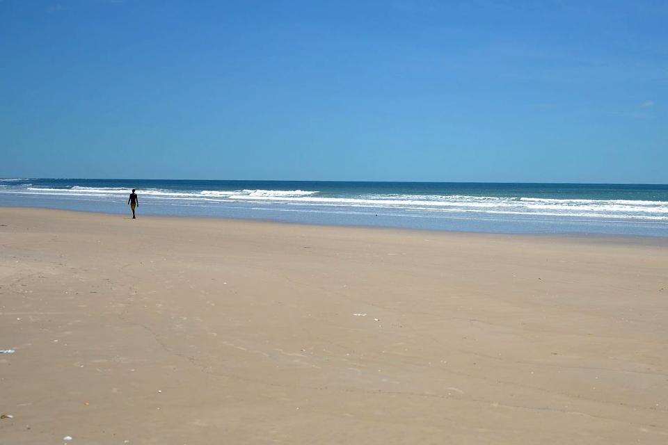 La Casamance est une région encore peu visitée par les touristes. Elle s'ouvre de nouveau au tourisme et offre de nombreux atouts. Ses immenses et désertes plages de sable en font l'un des meilleurs spots balnéaires du pays. Tout au sud du pays, la Casamance affiche d'étonnants paysages de rizières près des côtes, mais dès qu'on s'enfonce vers l'intérieur, le terrain devient beaucoup plus rocailleux, ...