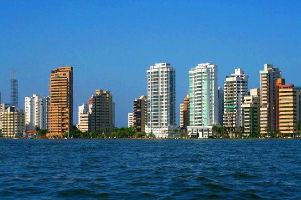 Avec 7 millions d'habitants la capitale de la Colombie est une grande métropole où se côtoient différents quartiers.