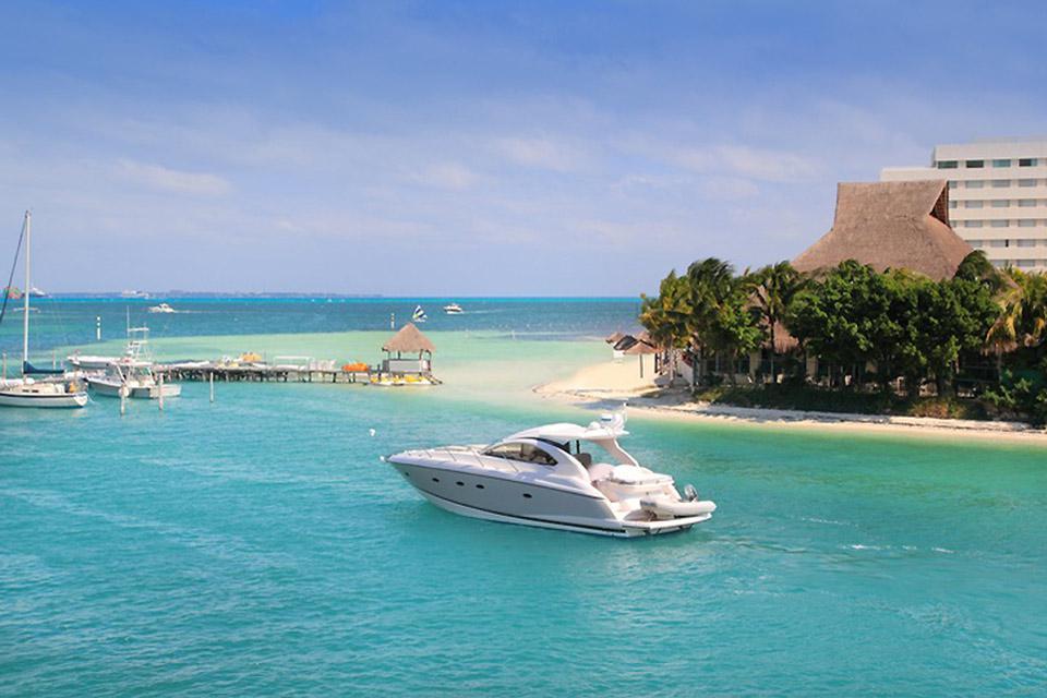 Cancun è situata sul Golfo del Messico e si affaccia sul Mar dei Caraibi.