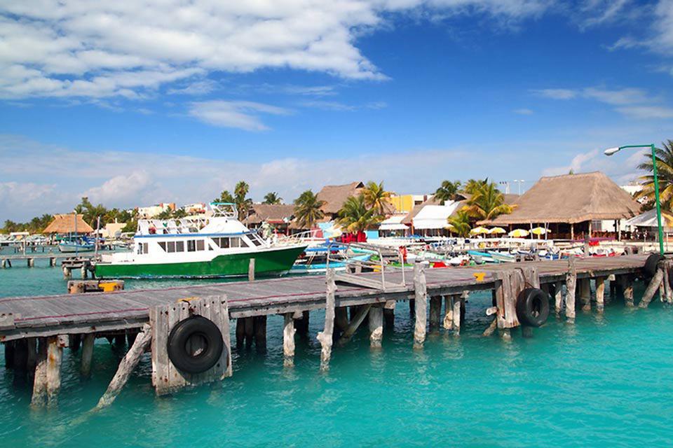 Nel 2005 sono iniziati i lavori per un grande porto turistico che prevede l'arrivo dei proprietari americani di barche di partire dalla Florida e raggiungere la città messicana.