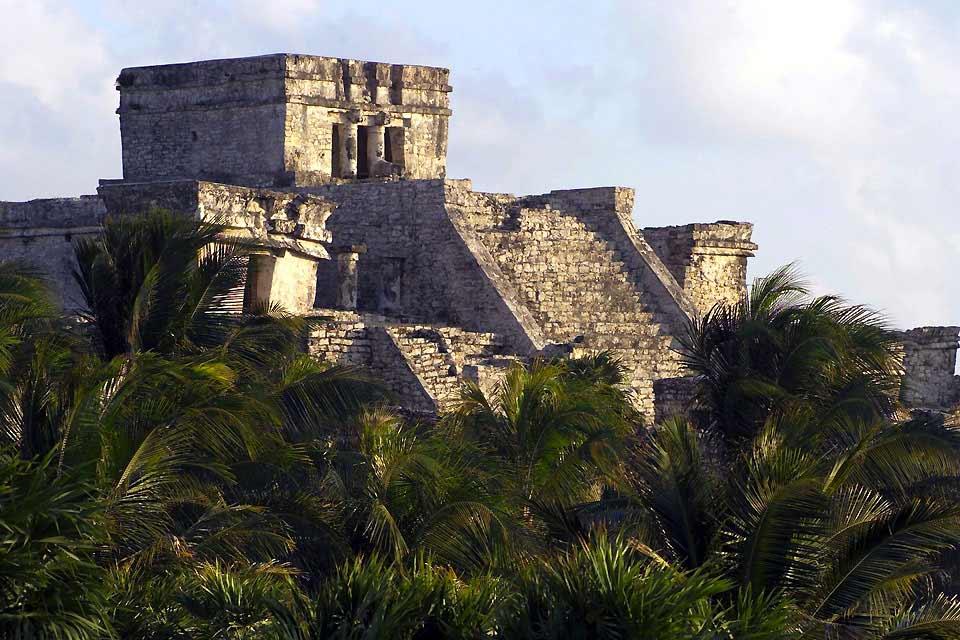 Cozumel es la isla más grande de México, es además comúnmente conocida como la Isla de las Golondrinas, ella se encuentra en el Mar Caribe y pertenece a la región de Quintana Roo. Esta isla se ubica asimismo en la Rivera Maya mexicana, a 18 kilómetros frente a la costa de Playa del Carmen. Así que si decides viajar al encuentro de Cozumel, descubrirás una gran isla que cuenta con una extensión territorial ...