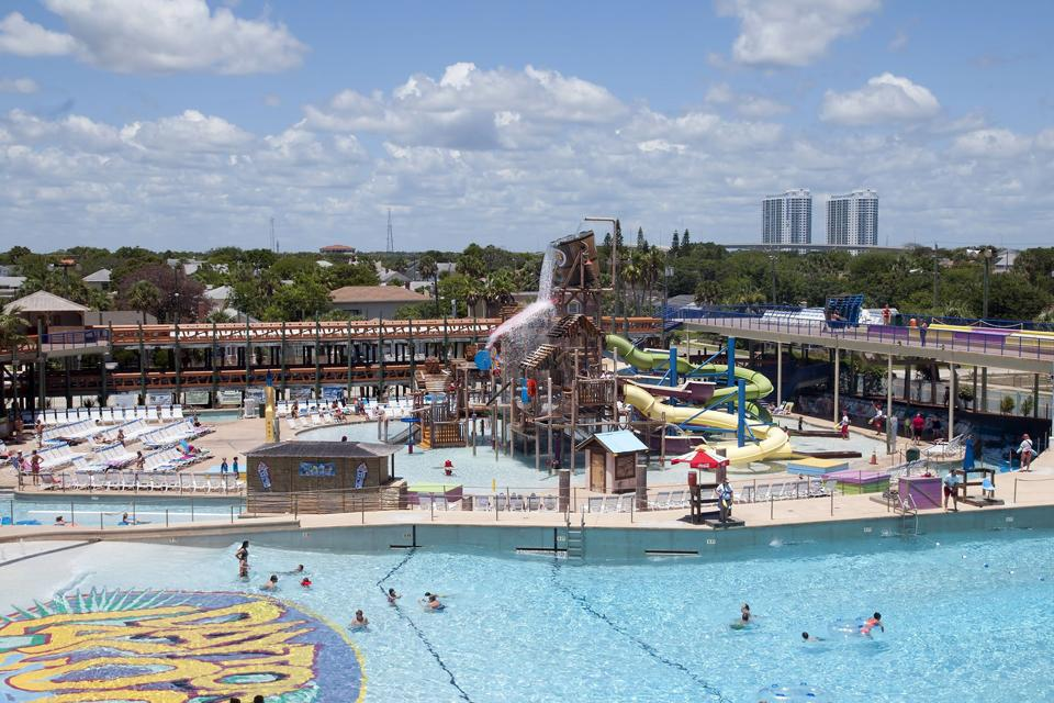 The waterpark in Daytona Beach has a number of aquatic games, wave pools, play areas and waterslides.