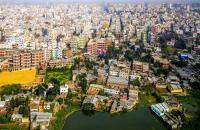 In the last 30 years, Dhaka, the capital of Bangladesh, has undergone a population explosion: it has gone from one to eight million inhabitants. It is one of the most populated cities in the world. The megalopolis has hundreds of thousands of