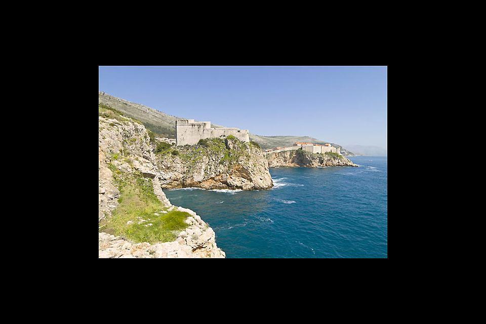 La formation rocheuse d'une partie de la côte de Dubrovnik.