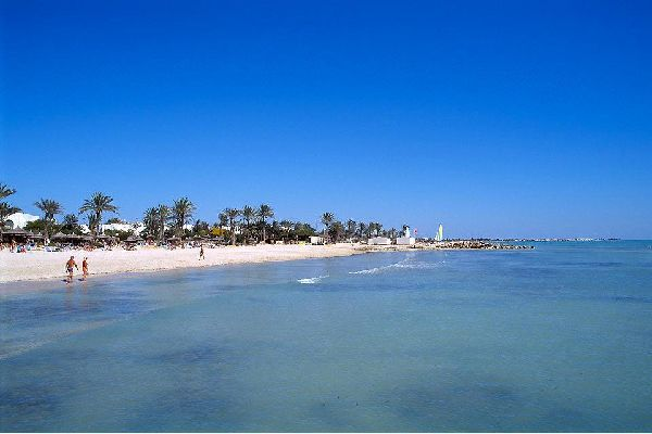 """Flaubert once said that in Djerba """"the air is so mild that it prevents you from dying"""". The temperatures remain above 20°C from April-May until October-November. Spring and autumn are therefore two of the best seasons to visit the island in peace, away from the major tourist influx.Djerba is a popular seaside destination. Many hotels have been built: they are concentrated along the coastline (the island ..."""