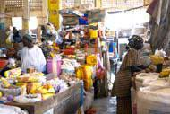 Die Stände auf den Märkten quellen vor unzähligen exotischen Produkten förmlich über.