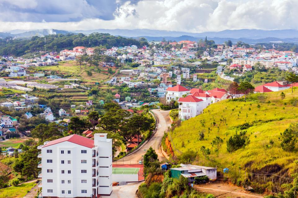 Dalat, a taste of times gone by, with its columnned villas on the hill and luxurious gardens filled with roses, orchids, carnations and dahlias, really gives the impression of time travel: it's a copy of 1950s France....