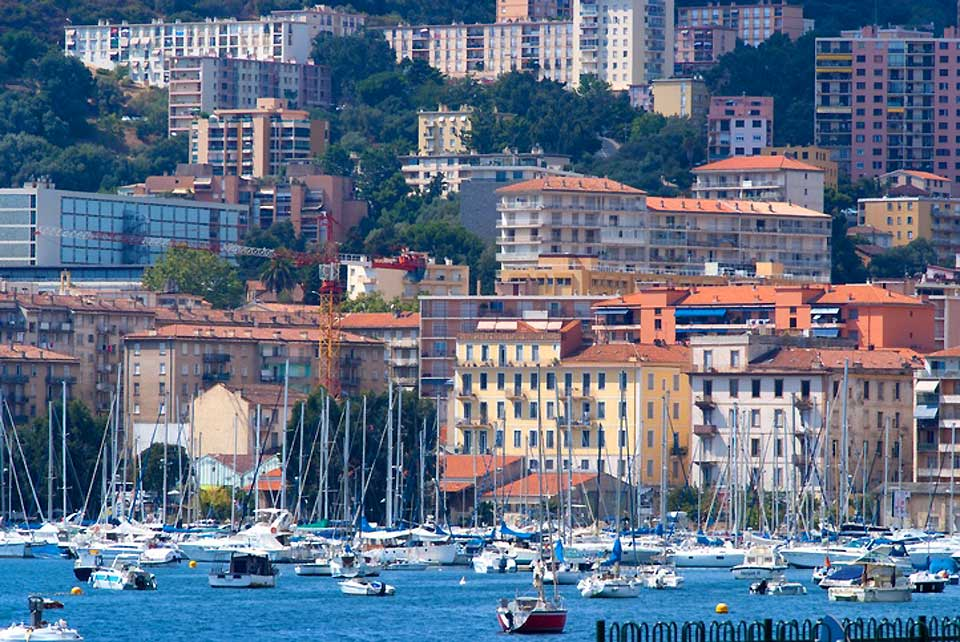 Only a small part of Ajaccio is urbanised and the rest is very scarcely populated, remaining untouched.