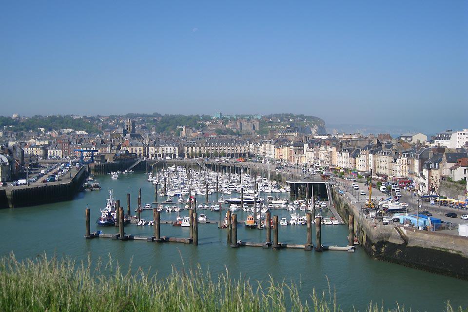 È il porticciolo più vicino a Parigi. Consente di ormeggiare più di 300 imbarcazioni.