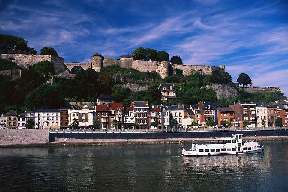 Es posible realizar cruceros en barco con salida de Namur.