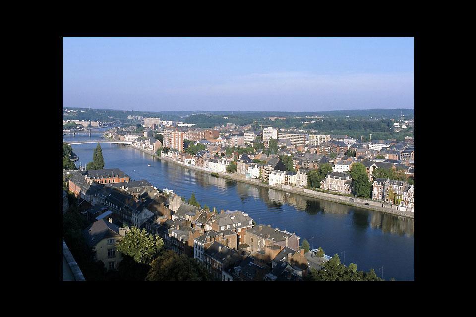 El Sambre, afluente franco-belga del Mosa, cruza la ciudad de Namur.