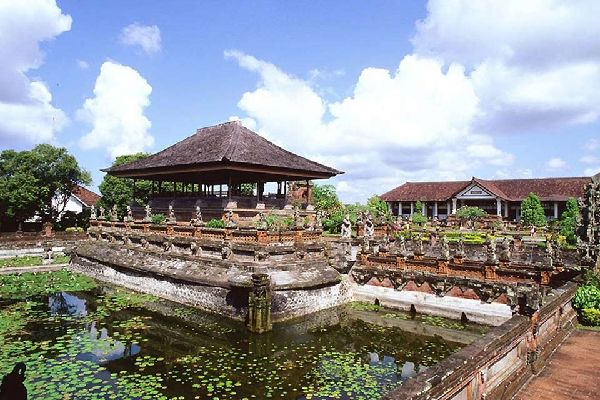 In the days of the Balinese kingdoms, Klungkung was one of the most influential.