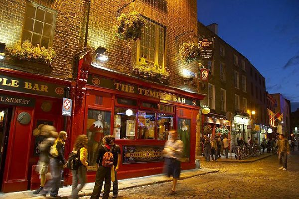 Temple Bar is one of the liveliest areas in the city, known for its large concentration of bars and restaurants and very much appreciated by young revellers