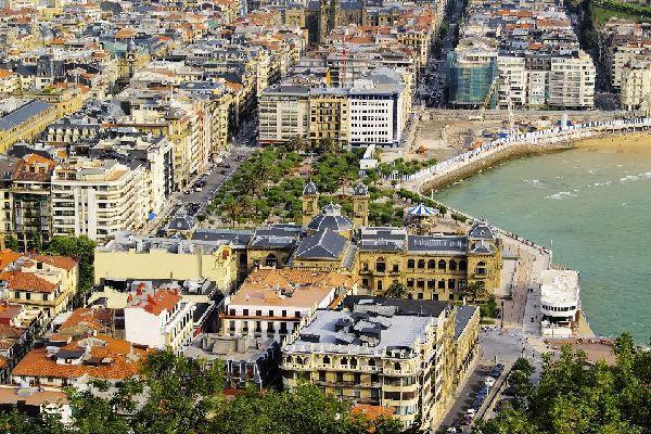 Donostia in basco significa San Sebastián.