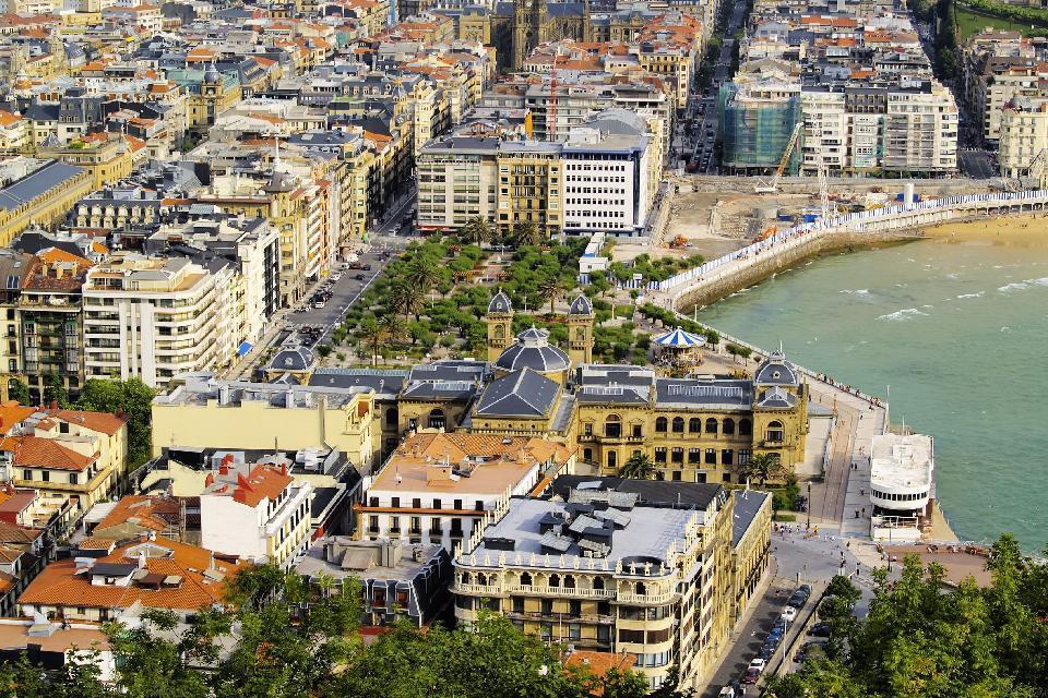 Lo splendore della maggior parte degli edifici residenziali basta a rendere San Sebastiàn una città ricca di fascino.