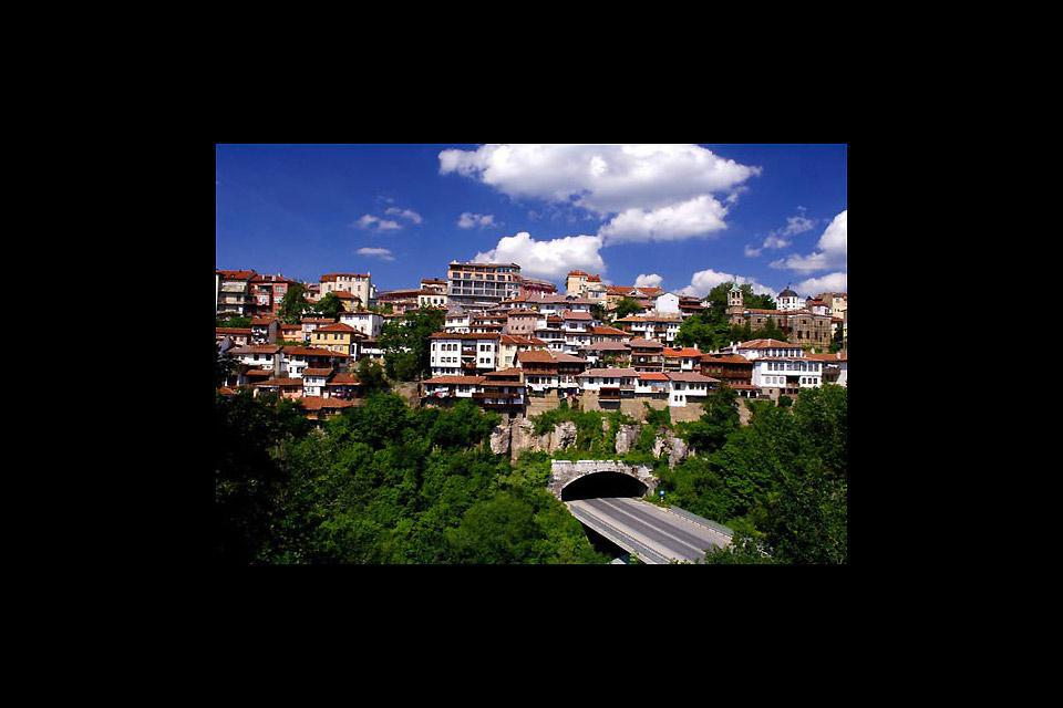 Veliko Tarnovo Veliko Tarnovo is known for its important litterature, architecture and painting schools.