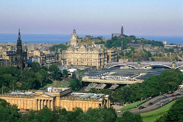 Les quartiers de la vieille et de la nouvelle ville à Édimbourg ont été classés patrimoine mondial par l'UNESCO en1995.