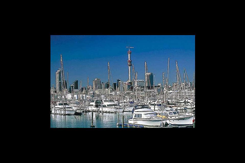 Auckland ist eine sehr schöne Hafenstadt. Die sauberen Straßen mit ihrem ganz besonderen Zauber laden den Besucher zu einem schönen Stadtspaziergang ein!
