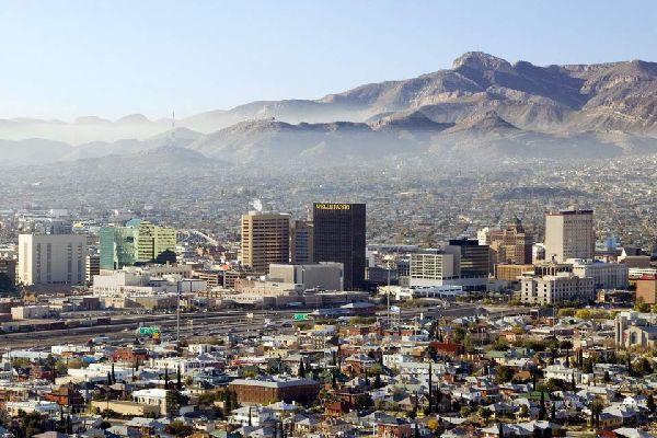 """Die Gemeinde El Paso liegt im Zentrum der Insel im oberen Teil des Tals von Aridane und verdankt seinen Namen der Lage an der Grenze zu den anderen Gemeinden und seiner Funktion des Durchgangswegs zwischen den unterschiedlichen Teilen der Insel. Die wirtschaftliche Grundlage der Stadt waren über lange Zeit die Land- und Erntewirtschaft (auf Spanisch wird die Stadt auch """"Ciudad de los Almendros"""" - Stadt ..."""