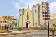 La iglesia de Sal Rei es la protagonista de la plaza central de la ciudad.