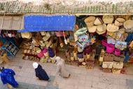 L'artisanat marocain est de qualité. Dans les souks n'hésitez pas à marchander. Paniers, travail du cuir, épices, bijoux...autant de souvenirs à rapporter