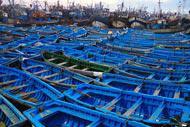Le port de pêche traditionnelle est de tout bleu vêtu car cela aurait pour effet de tromper les sardines
