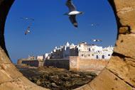 Ces remparts qui ont protégé la ville sont aujourd'hui le lieu idéal pour une agréable balade au coucher du soleil.
