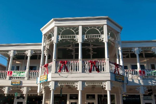 Duval Street is a famous shopping street in Key West. Some nights, visitors can see the carnival here that continues until dawn.