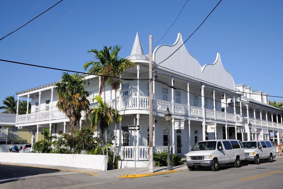 Old Town ist das historische Viertel der Stadt und für die besondere Architektur der Häuser bekannt.
