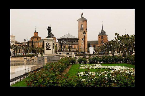 Alcalá de Henares fue la primera ciudad universitaria del mundo, así como la cuna de Miguel de Cervantes.