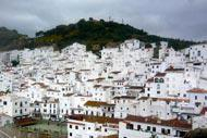 Das weiße Dorf Casares liegt 14km vom Küstengebiet entfernt. Es handelt sich um ein zauberhaftes Bergdorf, das von allen modernen Einflüssen verschont geblieben ist.