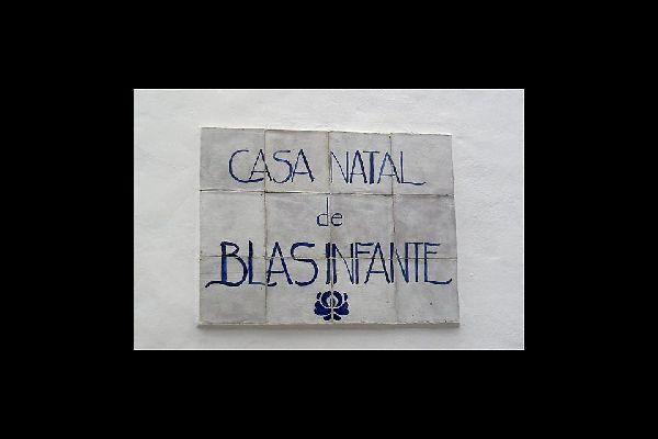 Il bambino del paese, nato a Casares, è una figura storica, considerato come il Padre della Patria Andalusa.