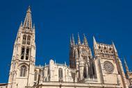 Avviata nel 1221, la costruzione è terminata nel XV secolo. È un capolavoro dello stile gotico.