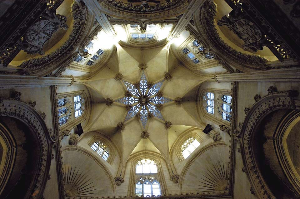 The tomb of El Cid lays under this lantern spire rising 54 metres above a delicate openwork star vault.