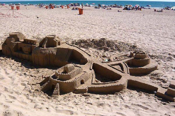 Cadix est aussi une destination balnéaire, avec une plage de toute beauté qui s'étend sur 8 km de long !