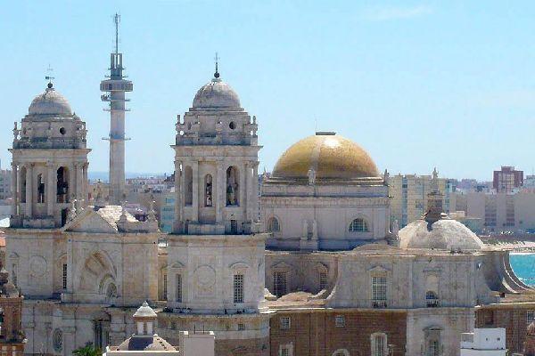 On jouit également d'un superbe point de vue du haut de la Torre de Poniente, le mirador de la cathédrale de Cadix.