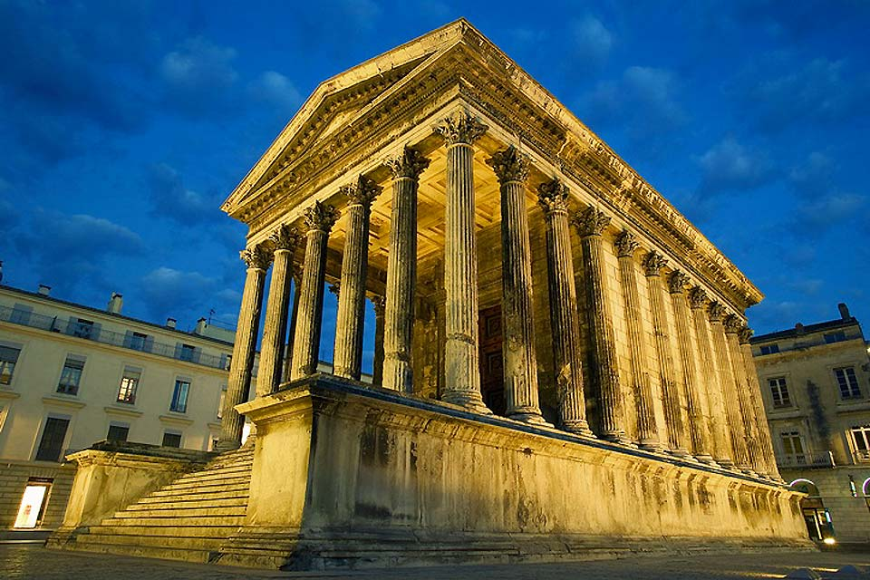 Maison Carrée is the only Roman temple in the world that has been entirely preserved. The 20-minute 3D film 'Héros de Nîmes', is shown on a giant screen here.