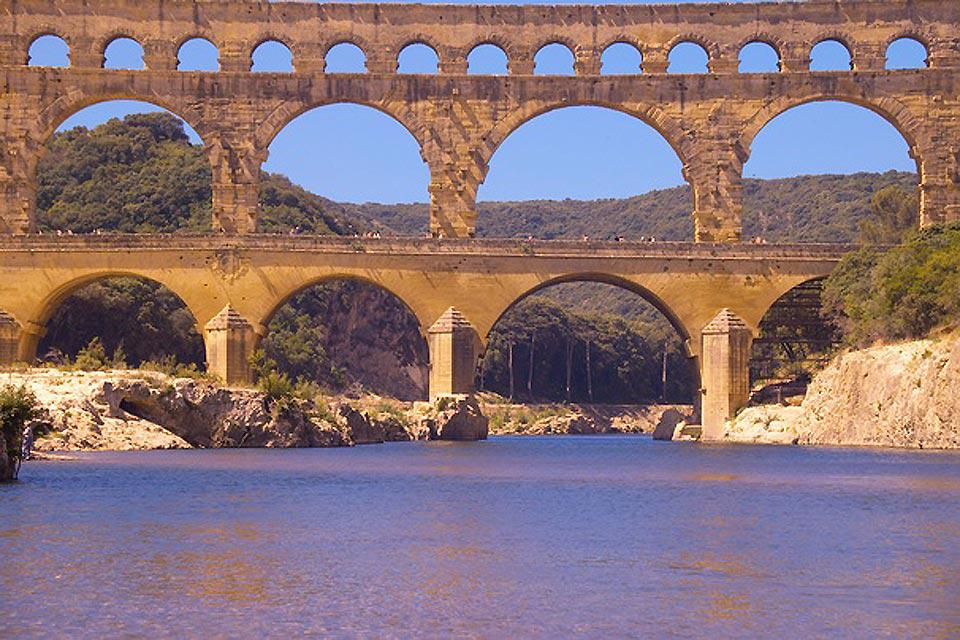 This aqueduct bridge dates back to Roman times. It has three different levels, the highest of which is 7.4m tall.