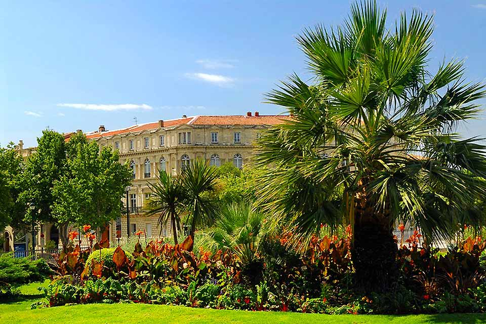 There are plenty of parks in Nîmes: Square des Courlis, Jardin Galilée, Domaine de la Bastide, and so on. They are all places to enjoy with family and friends.