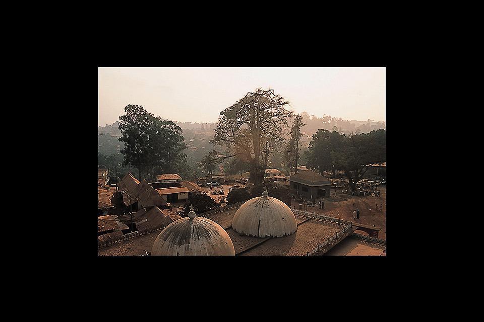 Foumban est une petite ville de l'ouest du Cameroun, considéré comme la Cité des Arts.
