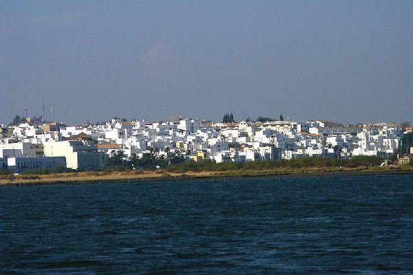 Desde un pueblo cercano a Huelva, Palos de la Frontera, se embarcó Cristóbal Colón para ir a descubrir América.
