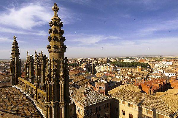 Construida en estilo gótico, desde lo más alto se perciben vistas muy bellas de la ciudad