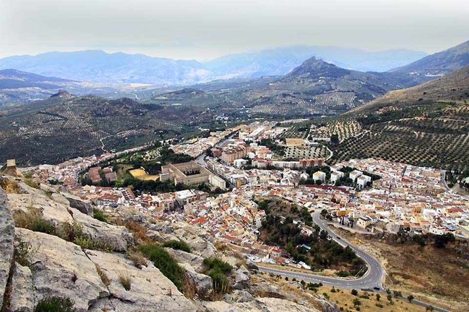 Since the opening of the new highway and the improvement of the roads leading to Jaén, this city has been receiving an increasing number of tourists.
