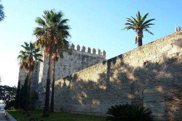 L'un des monuments les plus emblématiques de la ville. Il fut construit au XIIème siècle et constitue l'un des rares exemples d'architecture almohade de la Péninsule.