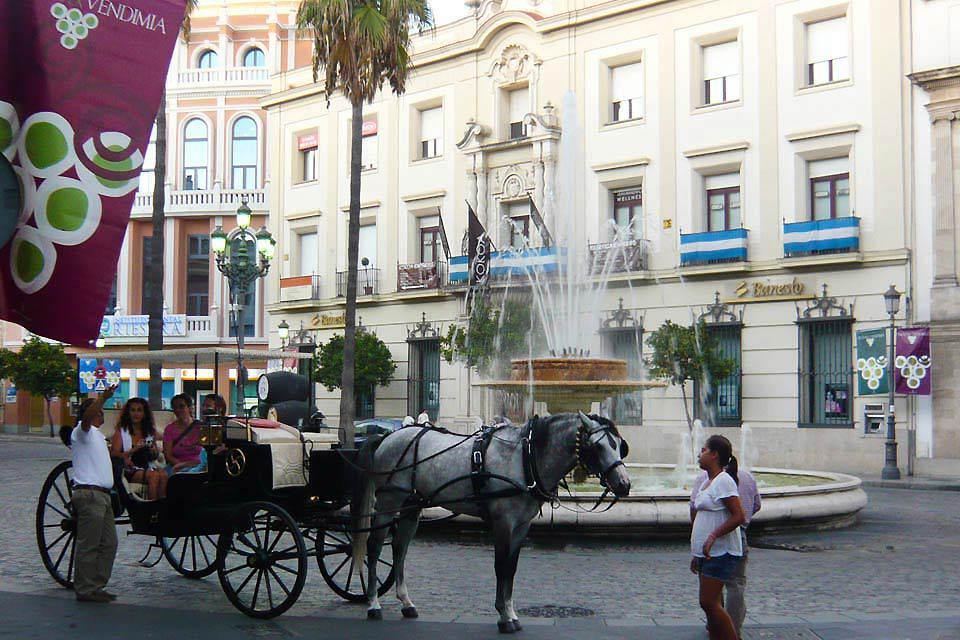 As well as being famous for its wines, its brandies and its vinegar, Jerez de la Frontera is also home to the Andalusian Royal School of Equestrian Art.