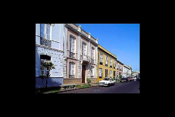 Cette jolie cité classée par l'Unesco se distingue par la richesse de ses édifices historiques et de ses vieilles demeures à balcons.