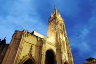 La cattedrale ospita un tesoro: la Camara Santa, dichiarata Patrimonio dell'Umanità dall'Unesco.